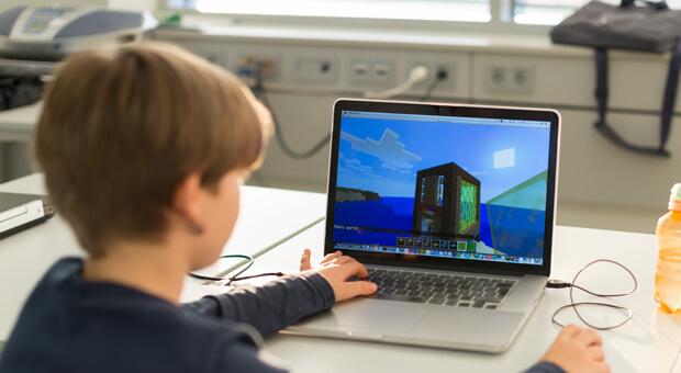 minecraft dziecko programuje